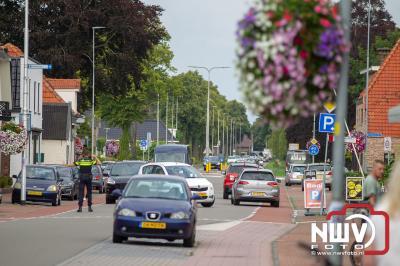 Alweer een ongeluk op de Zuiderzeestraatweg, nu tussen een fietser en een vrachtwagen  - © NWVFoto.nl