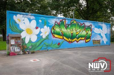 Onthulling tegel tegen zinloos geweld op de skatebaan, bij parkeerplaats 't Schootsveld in Elburg. - © NWVFoto.nl