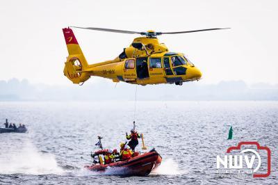 Zaterdagmorgen heeft KNRM Elburg geoefend met de SAR helikopter op het Veluwemeer.  - © NWVFoto.nl